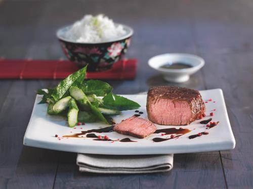 Teriyaki-kalfshaas met parfumrijst en salade van asperges met wilde kruiden