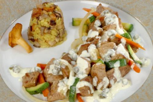 Goulash met boerenmosterd en kappertjes