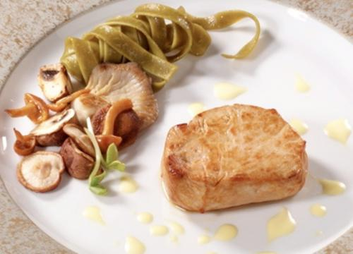 Kalbsmedaillons mit Champignons und Weißweinsauce
