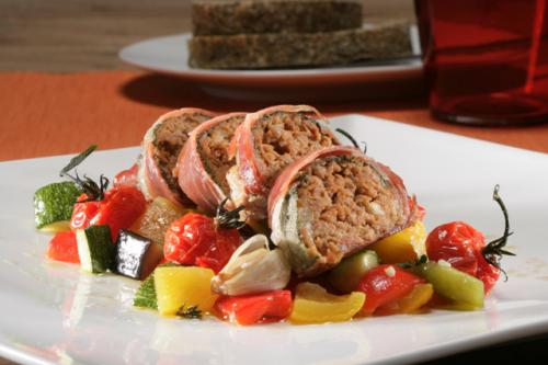 Burgers of oven-baked minced veal with mozzarella and sage, wrapped in Parma ham