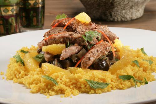Schnitzelreepjes met gesmoorde aubergine en couscous