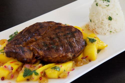 Ribeye 'Caribische stijl' met mango, peterselie en roze peper