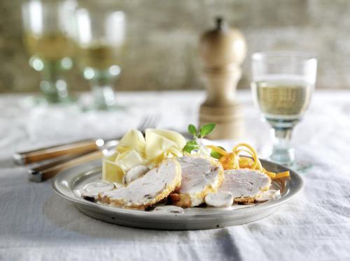 Kalbsbries mit Champignon-Weißweinsauce, Pappardelle und Balsamico-Möhren