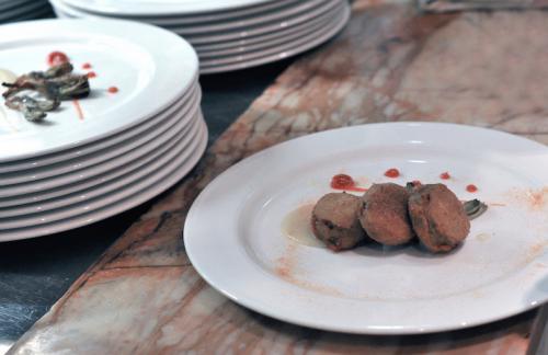 Filetto di vitello rosa cotto a bassa temperatura con carciofi croccanti e ketchup