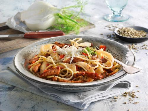 Spaghetti with strips of veal and fennel