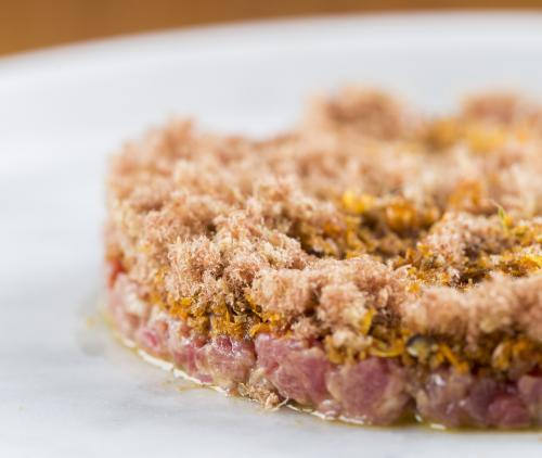 Aromatic veal tartare with breadcrumbs