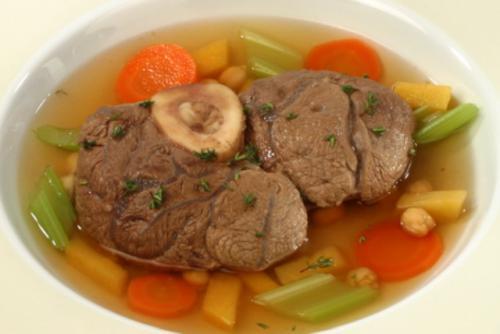 Schenkel in bouillon met groenten
